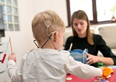 Vihet në vend e drejta për shërbim shëndetësor e pacientit të mitur, lindur me probleme të rënda të dëgjimit